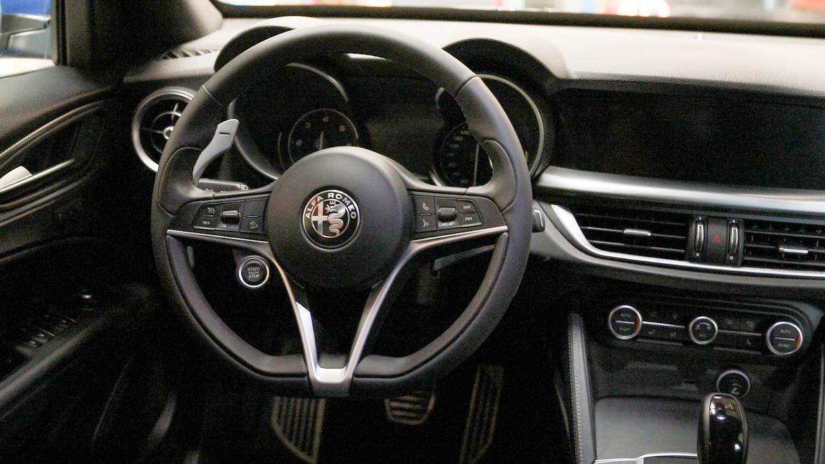 Alfa Romeo Stelvio_ 02 bord