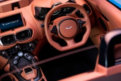 2021-aston-martin-vantage-roadster-10