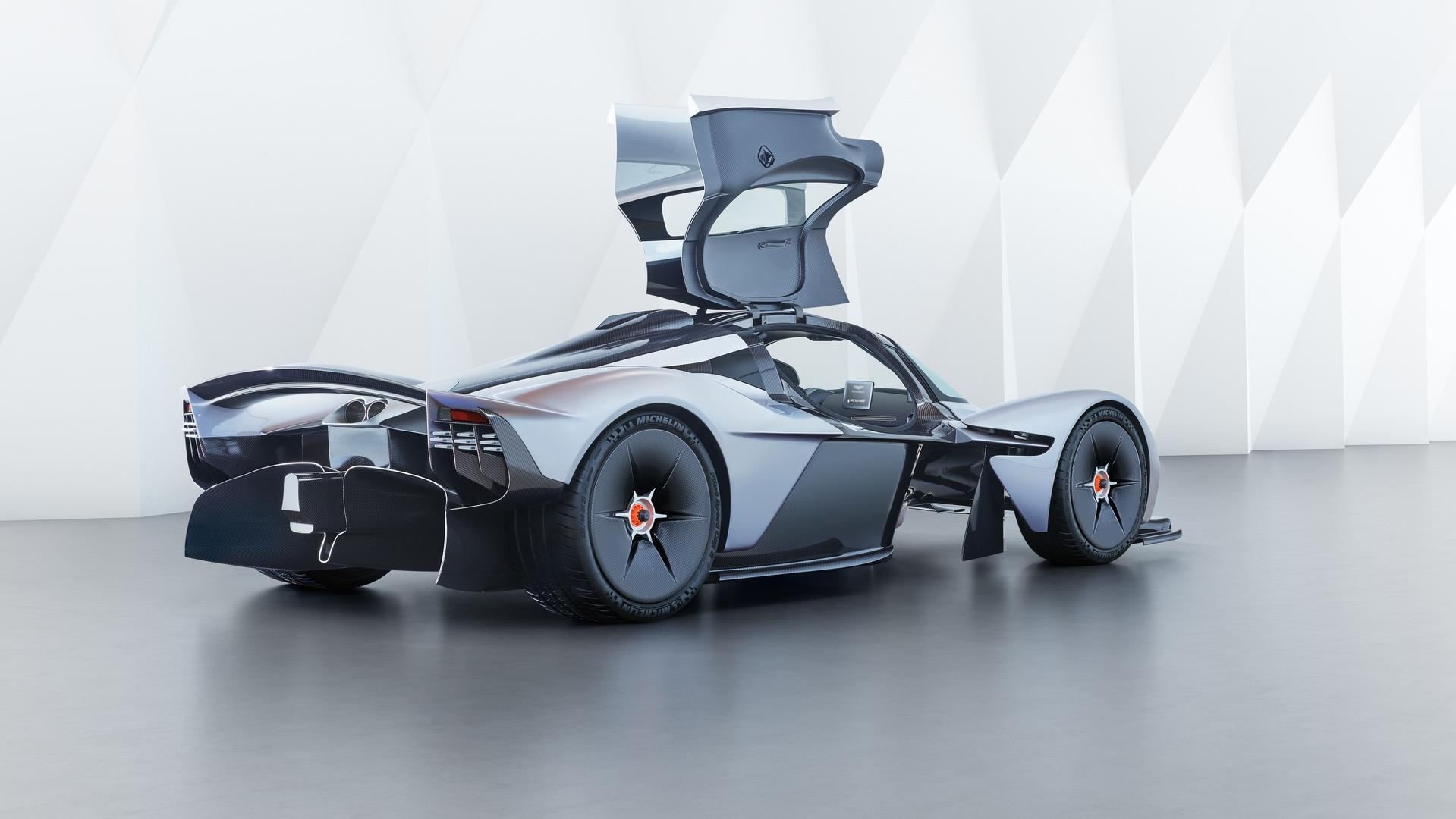 aston-martin-valkyrie-with-near-production-body (7)