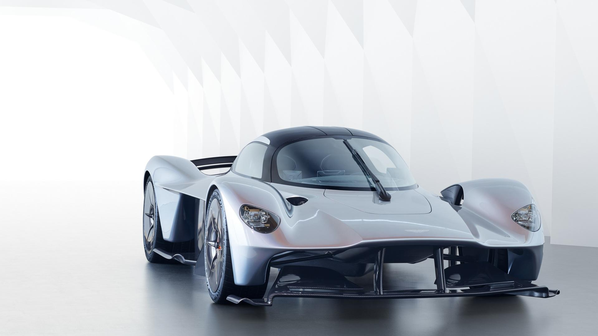 aston-martin-valkyrie-with-near-production-body