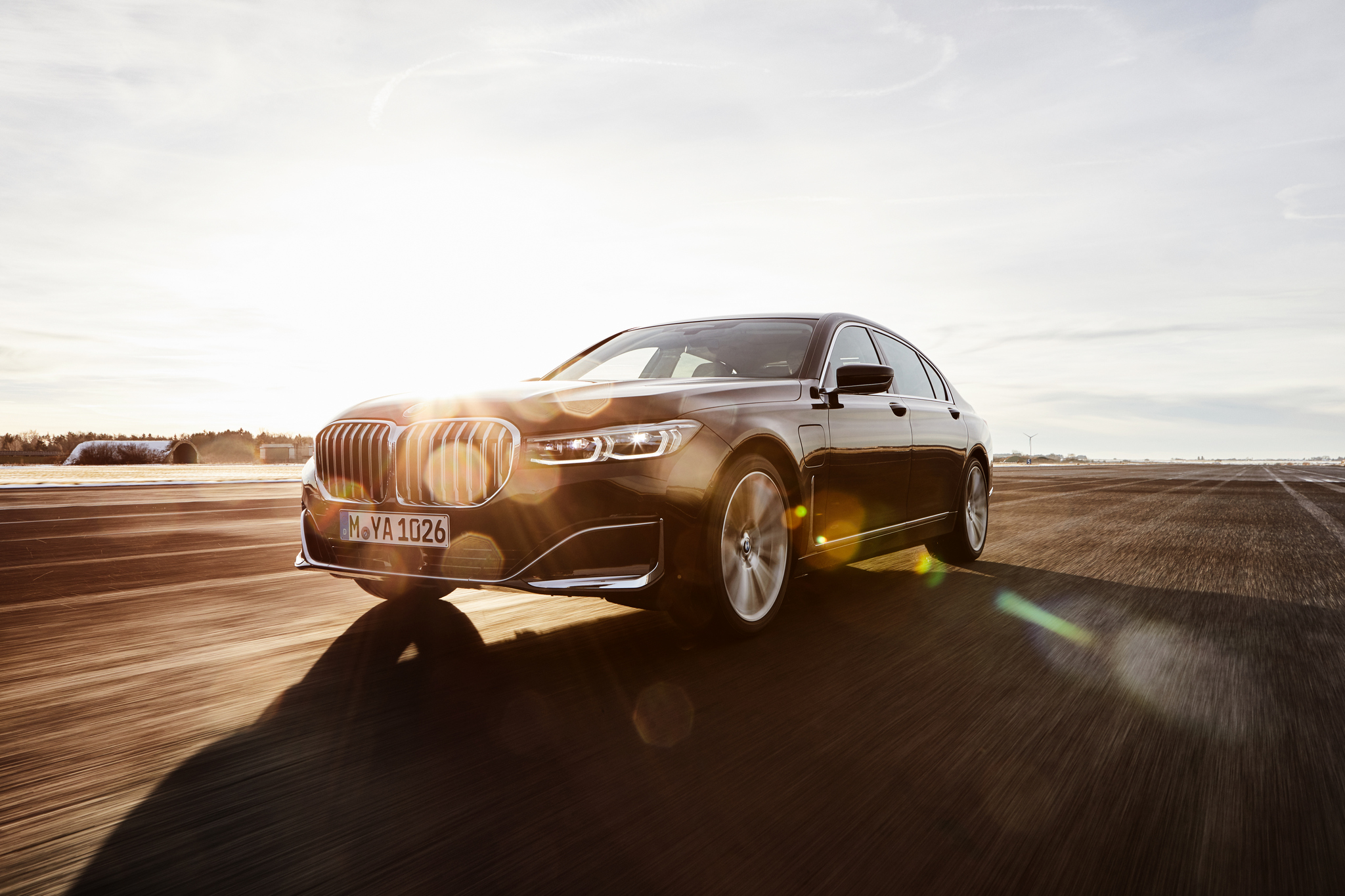 P90335199_highRes_the-new-bmw-745le-02
