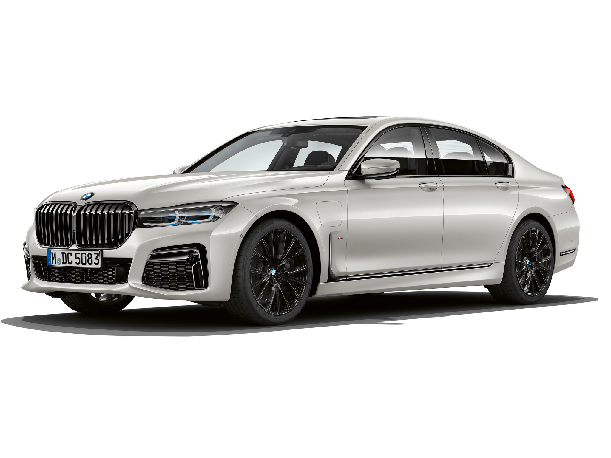 P90335797_highRes_the-new-bmw-745e-02-