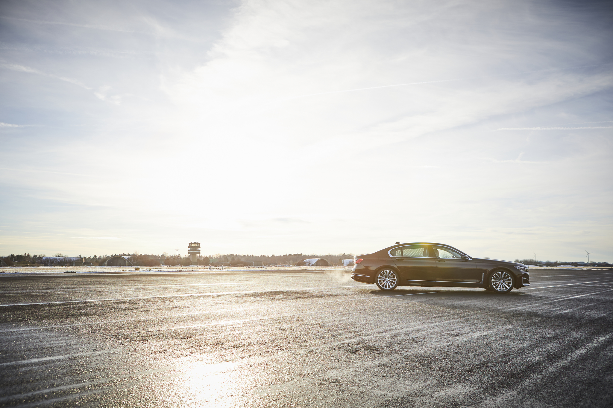 P90335815_highRes_the-new-bmw-745le-02