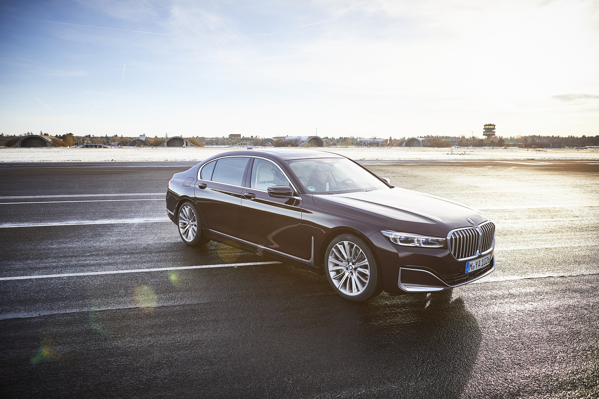 P90335816_highRes_the-new-bmw-745le-02