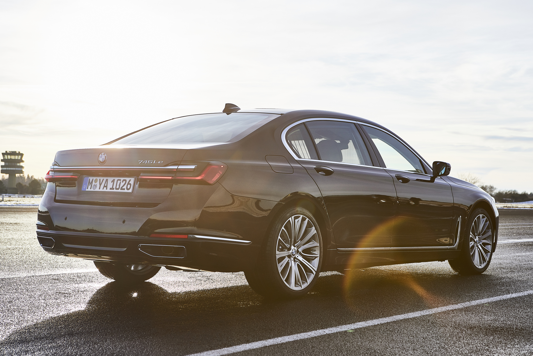 P90335819_highRes_the-new-bmw-745le-02