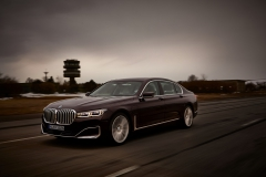 P90335746_highRes_the-new-bmw-745le-02