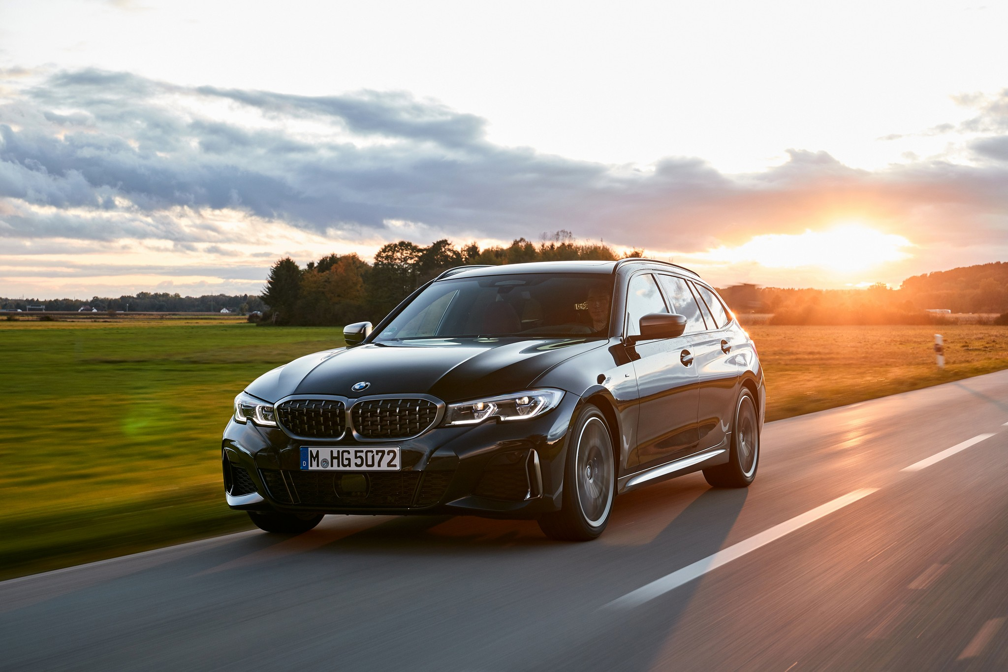 P90373307_highRes_the-new-bmw-m340i-xd
