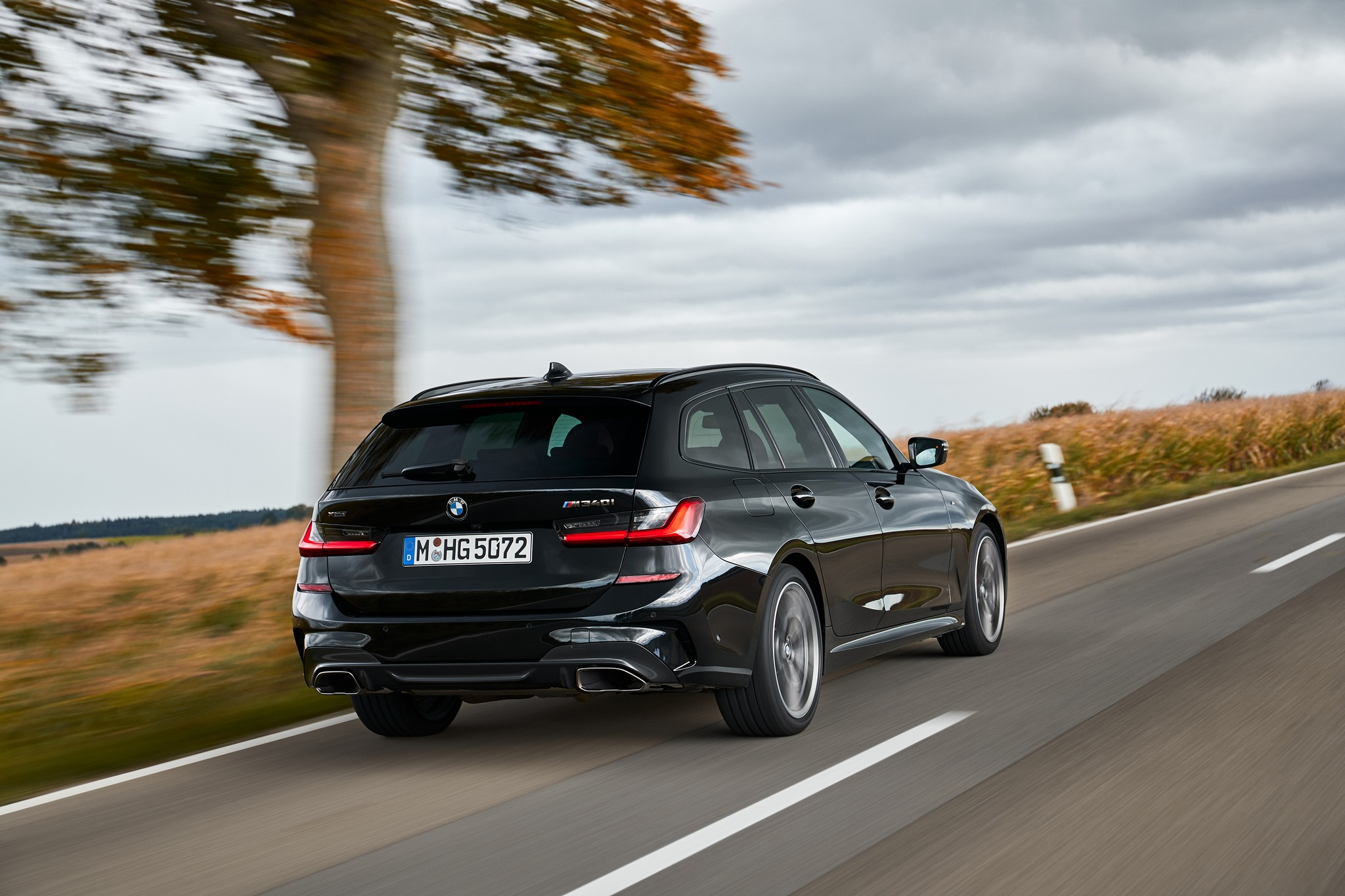 P90373317_highRes_the-new-bmw-m340i-xd