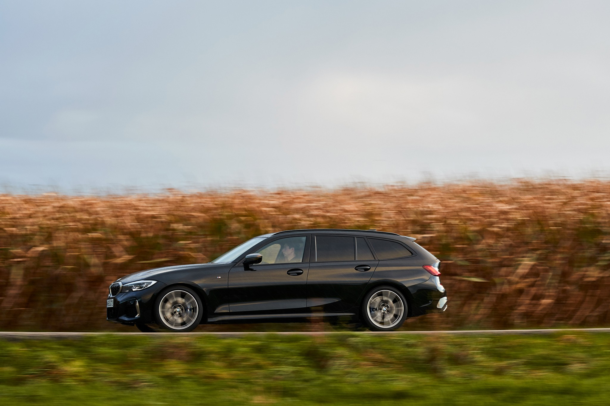 P90373328_highRes_the-new-bmw-m340i-xd