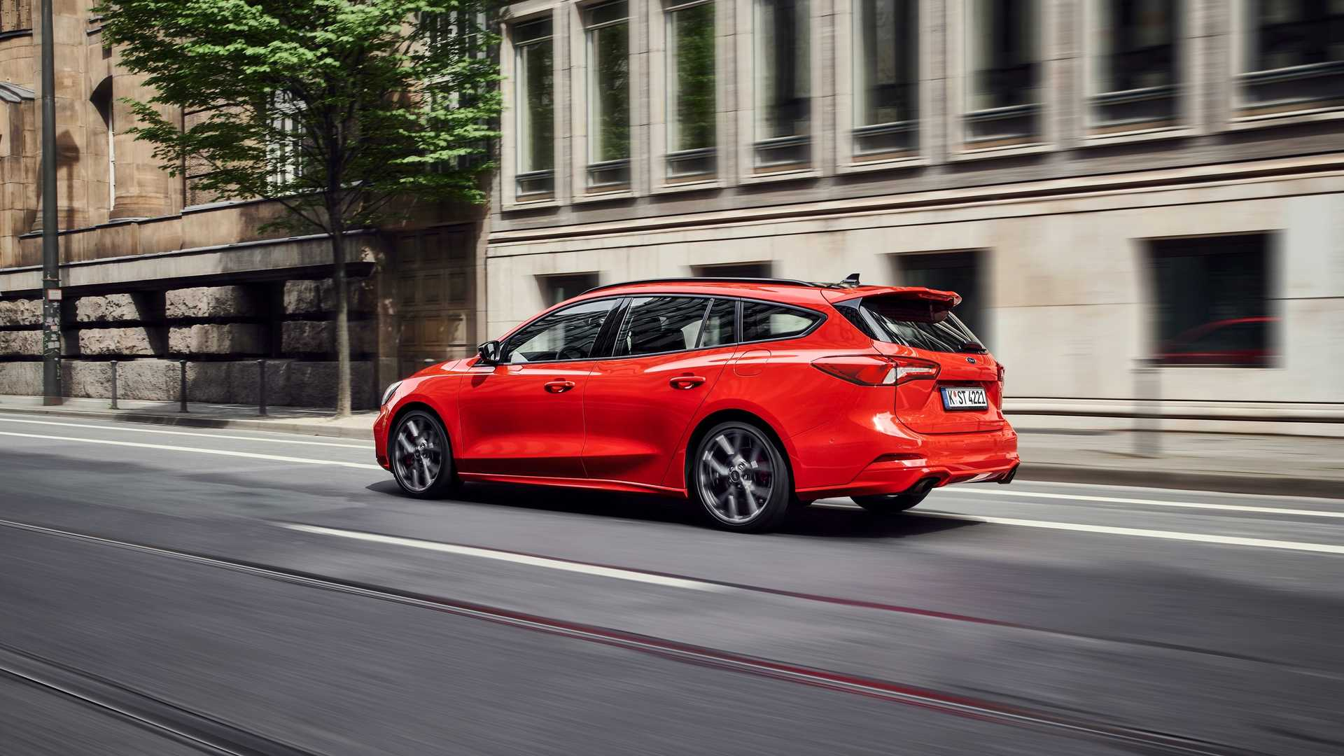 2019-ford-focus-st-wagon-1