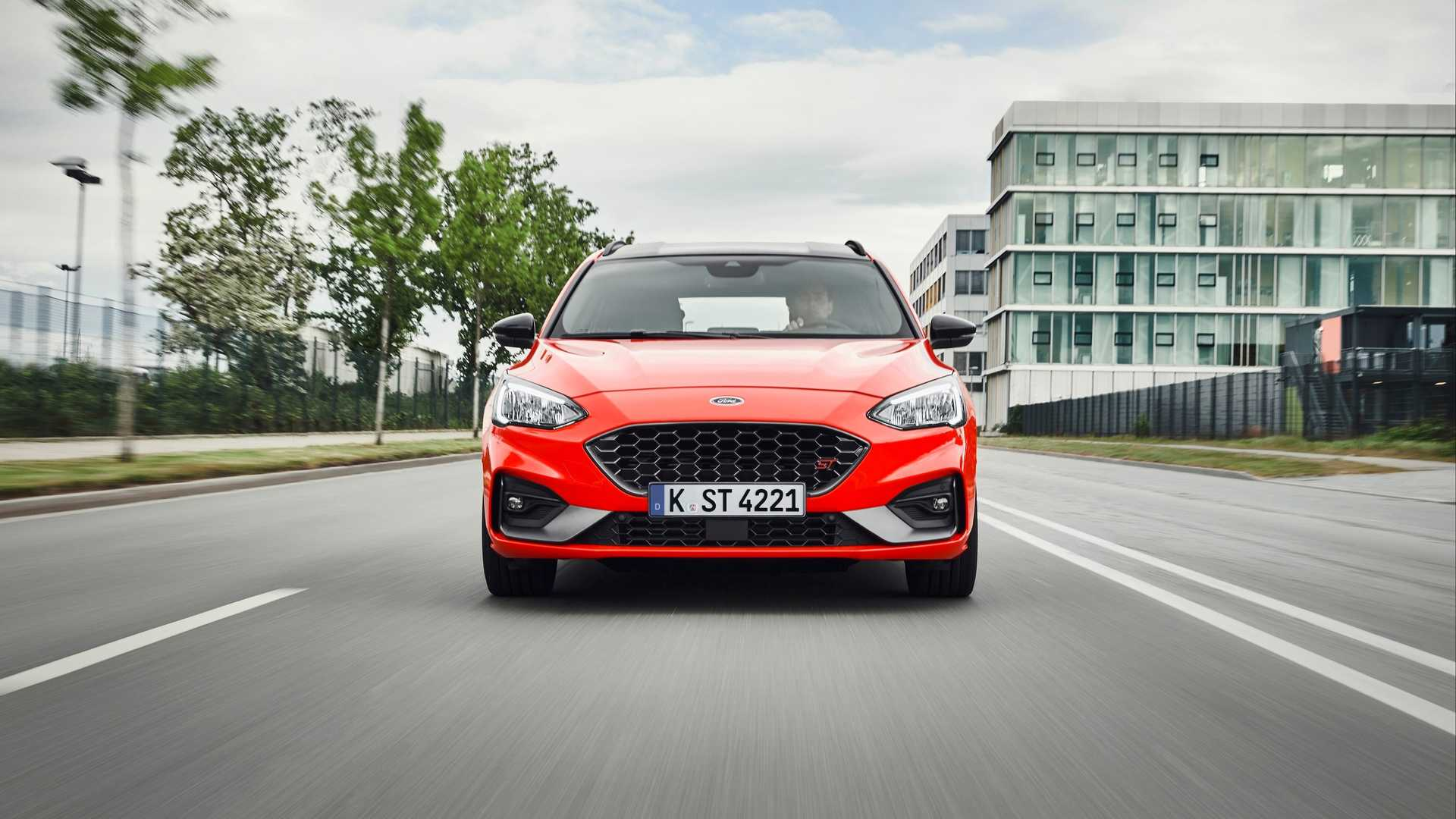 2019-ford-focus-st-wagon-3