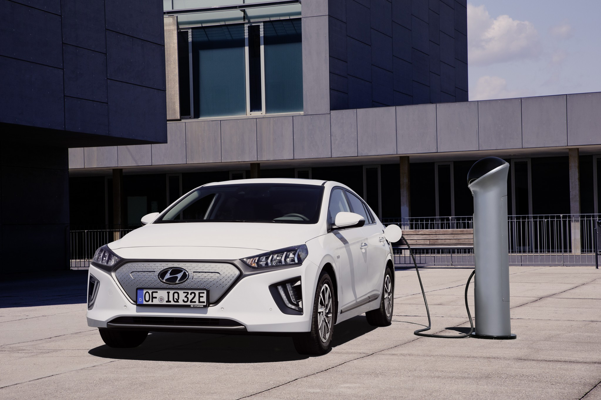 new-hyundai-ioniq-electric-08