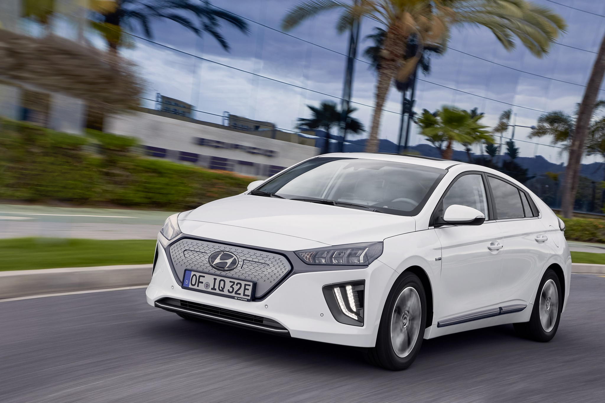 new-hyundai-ioniq-electric-09