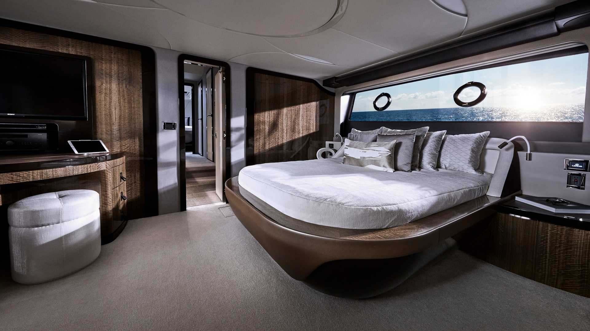 lexus-ly-650-yacht-3
