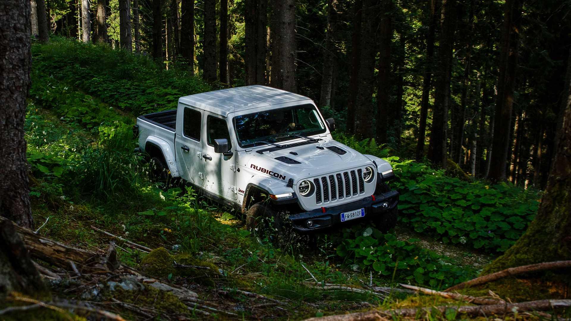 jeep-gladiator-al-camp-jeep-2019-20