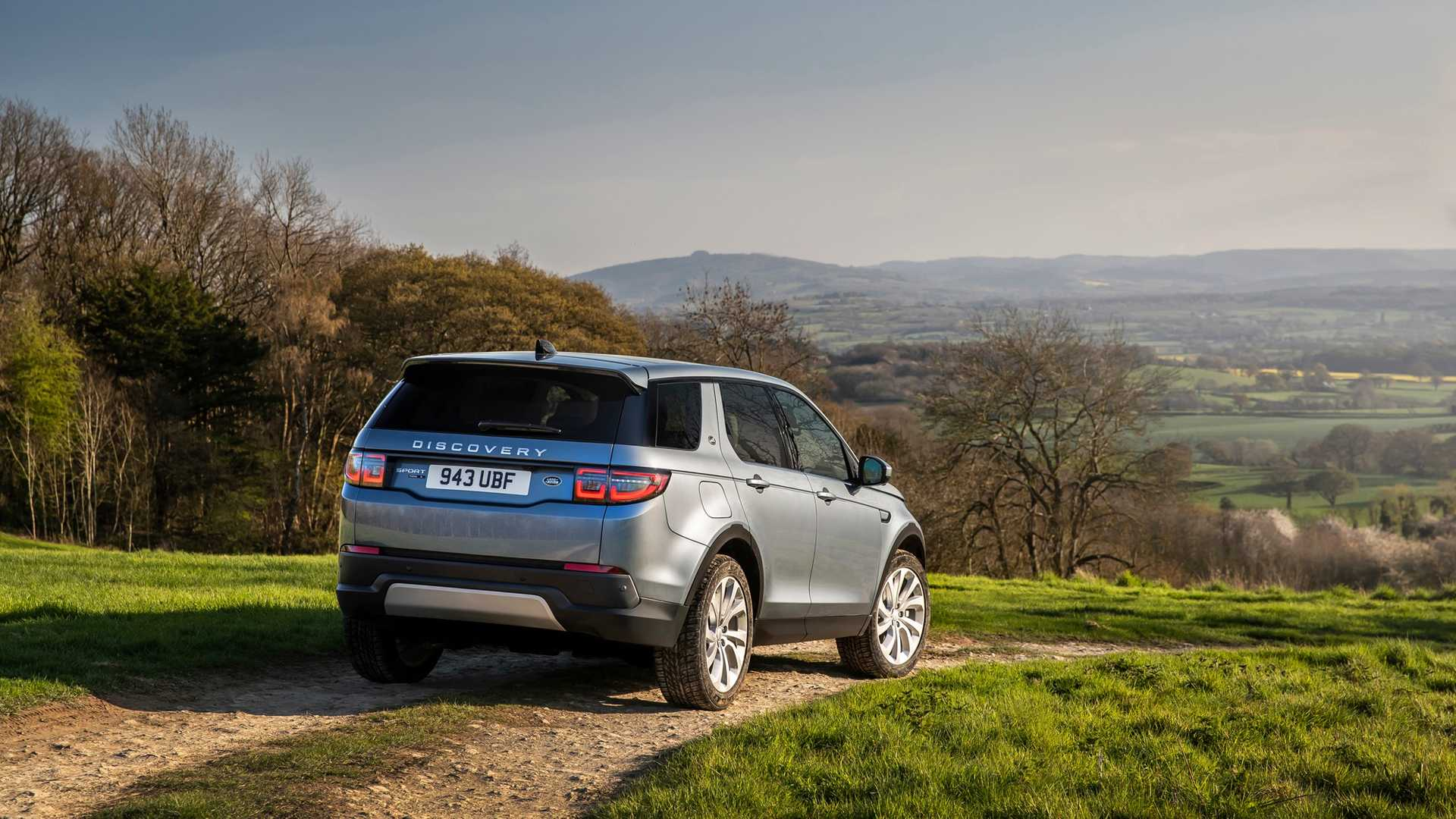 2020-land-rover-discovery-sport-43