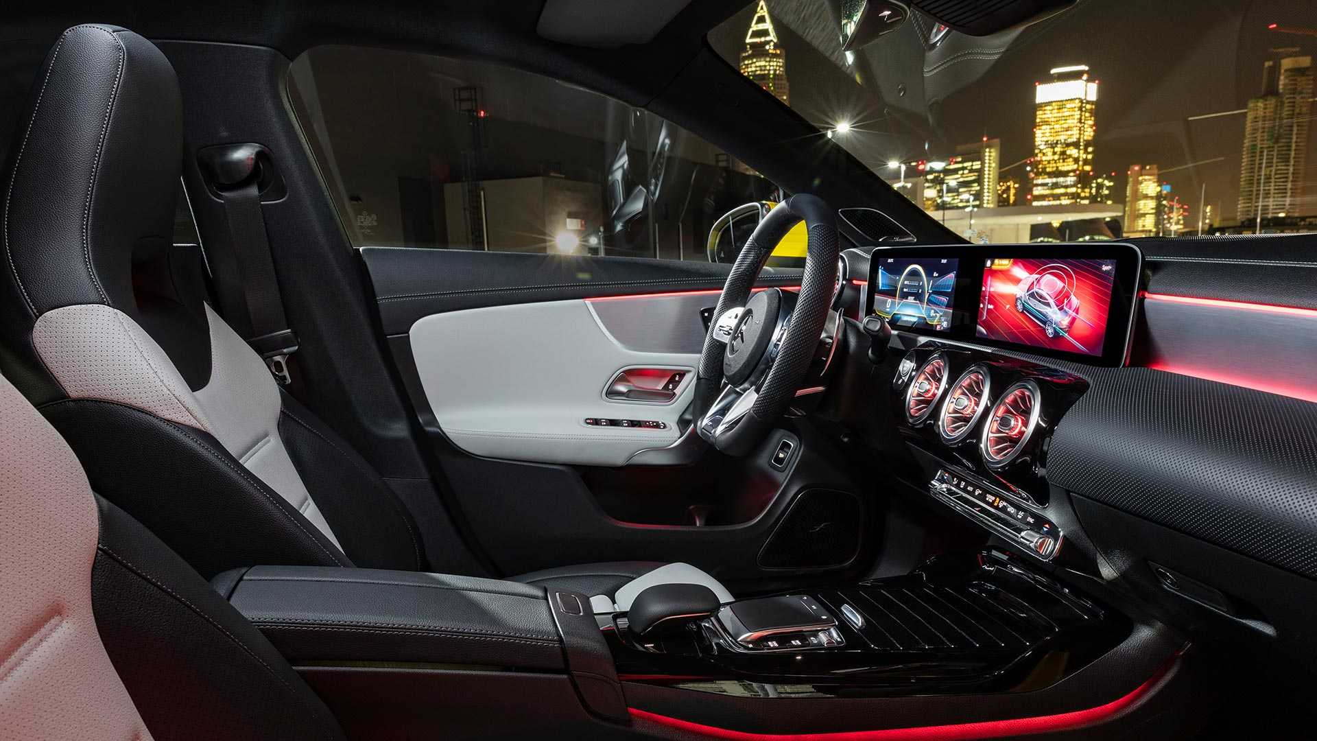 2020-mercedes-amg-cla-35-coupe (3)