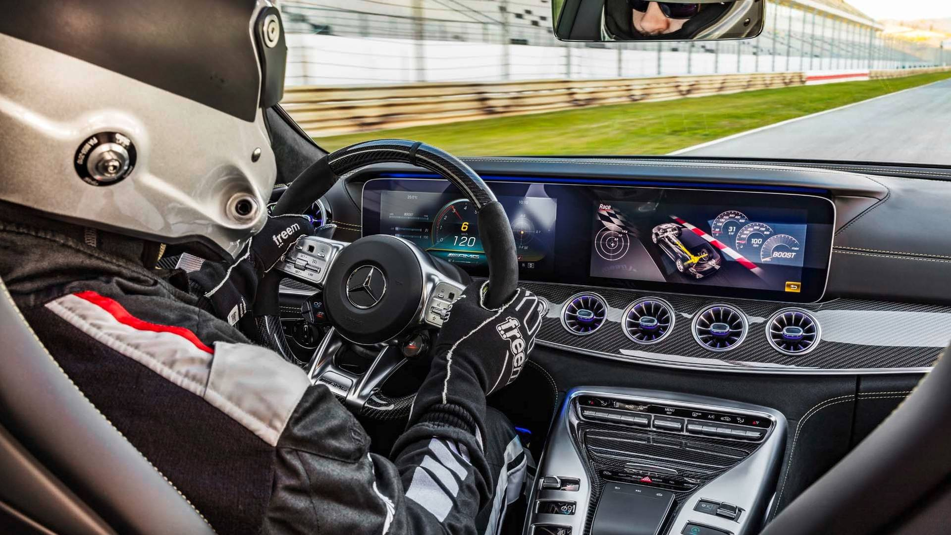 Mercedes-AMG GT 63 S ia cu asalt Nürburgring