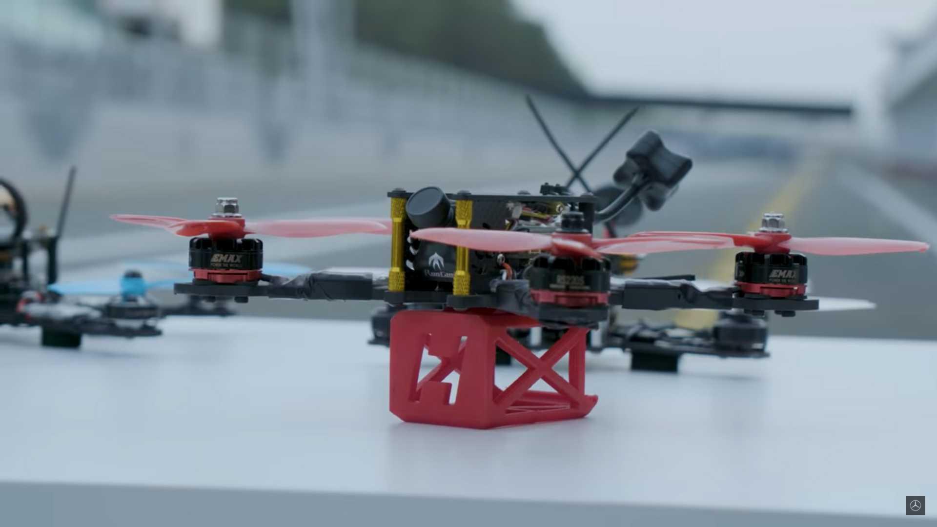 mercedes-amg-gt-vs-drone (3)