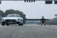 mercedes-amg-gt-vs-drone (2)