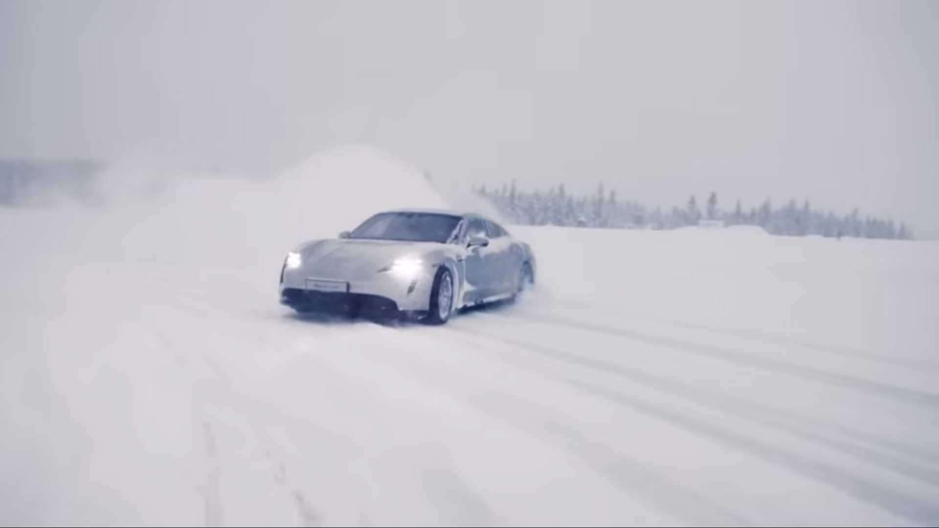 porsche-taycan-in-snow-1