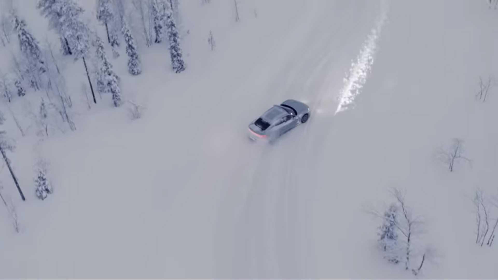 porsche-taycan-in-snow-3