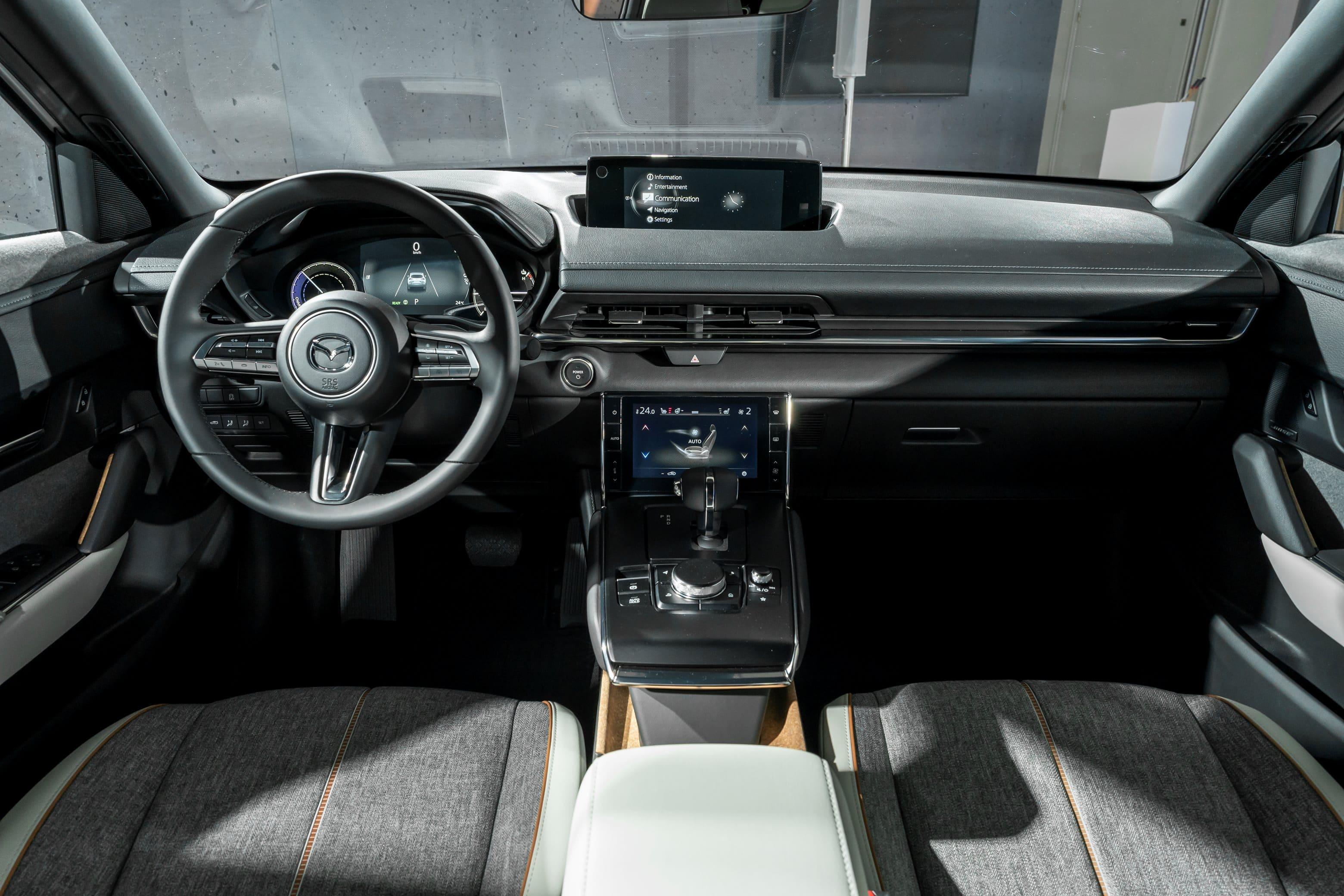 Mazda-MX-30_Interior-2