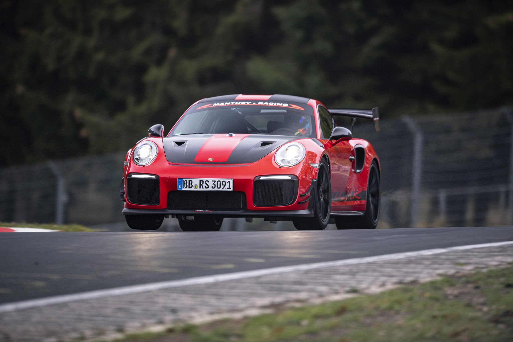 911 GT2 RS MR pune presiune pe 'Ring