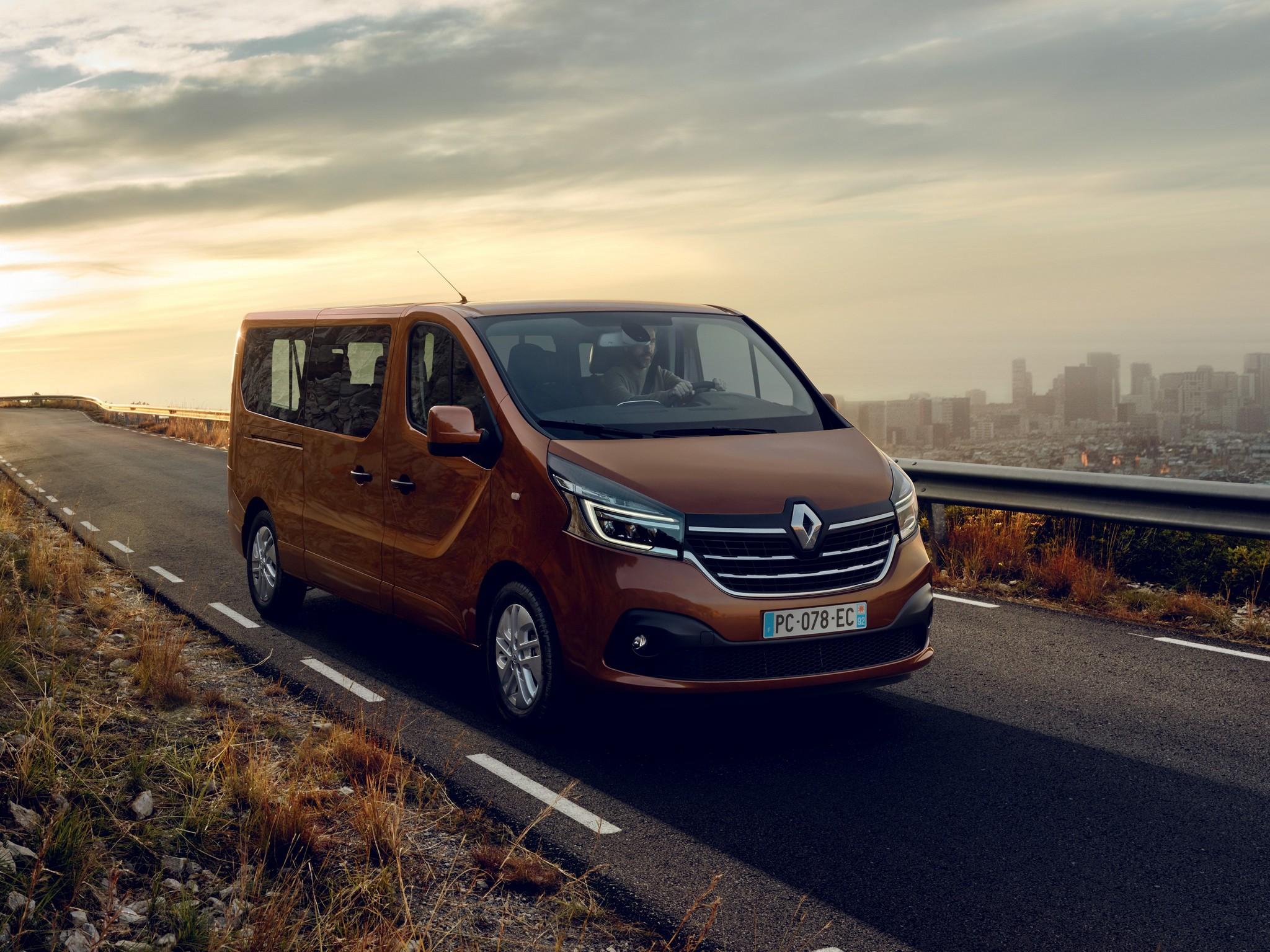 21224937_2019_-_New_Renault_TRAFIC