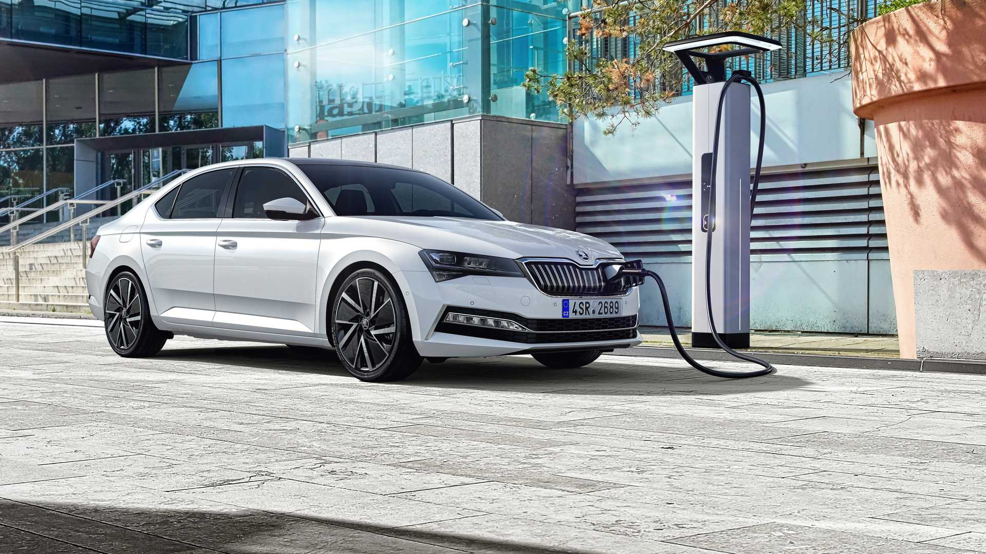 2020-skoda-superb-facelift-2