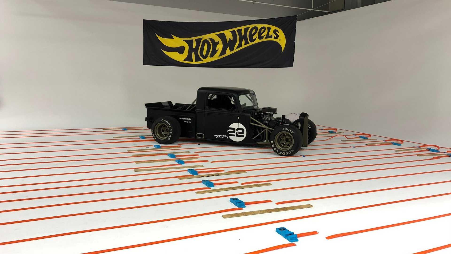 the-world-s-longest-hot-wheels-track-2