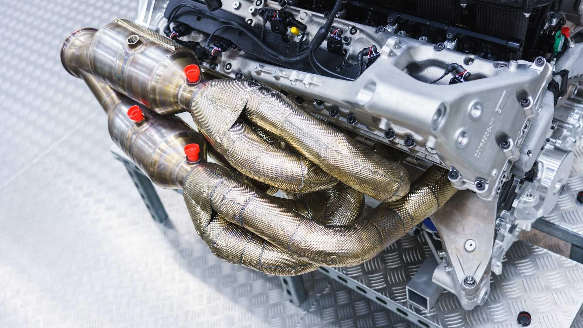 aston-martin-valkyrie-s-cosworth-v12-engine (1)