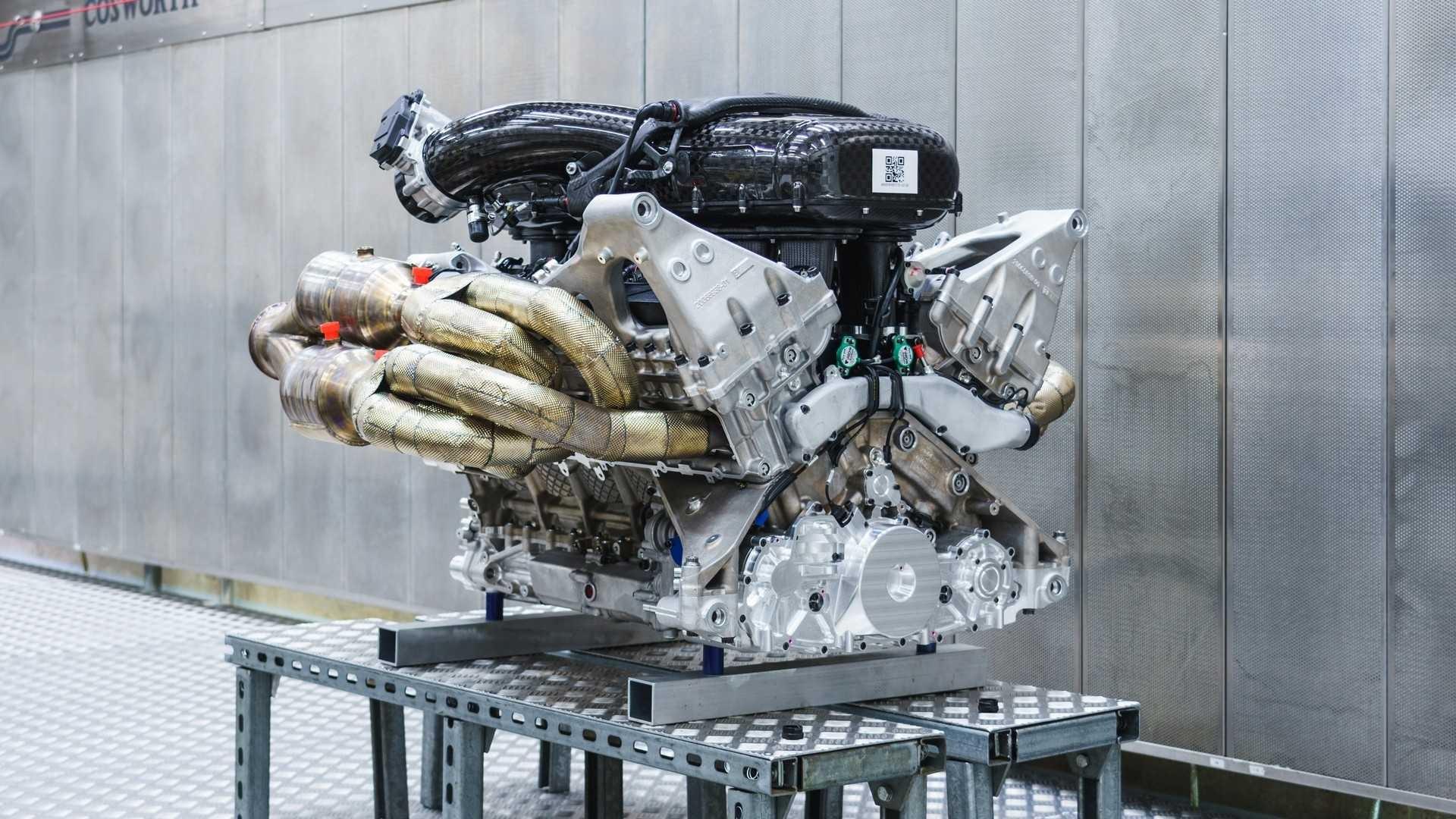 aston-martin-valkyrie-s-cosworth-v12-engine (2)