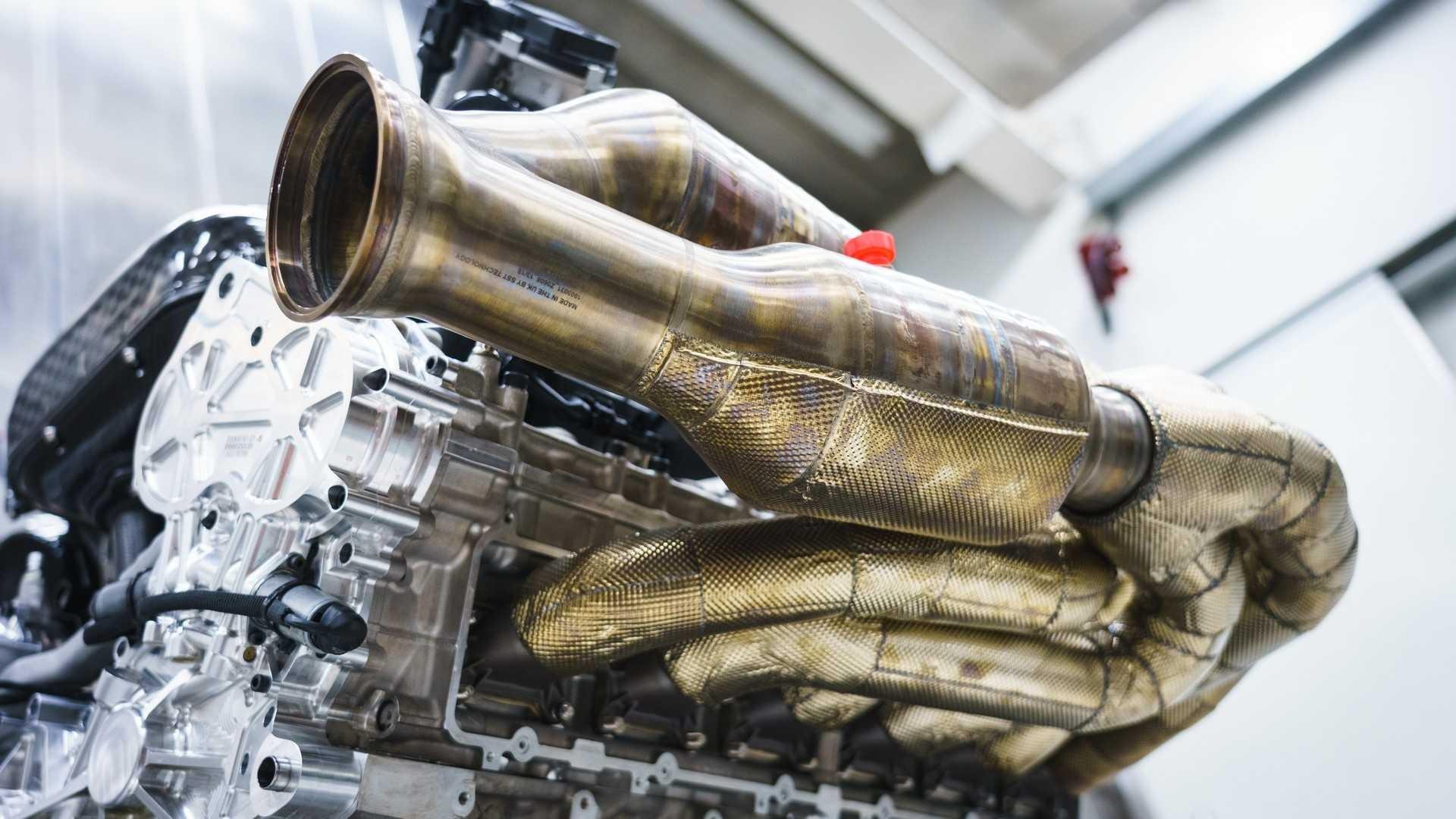 aston-martin-valkyrie-s-cosworth-v12-engine (3)