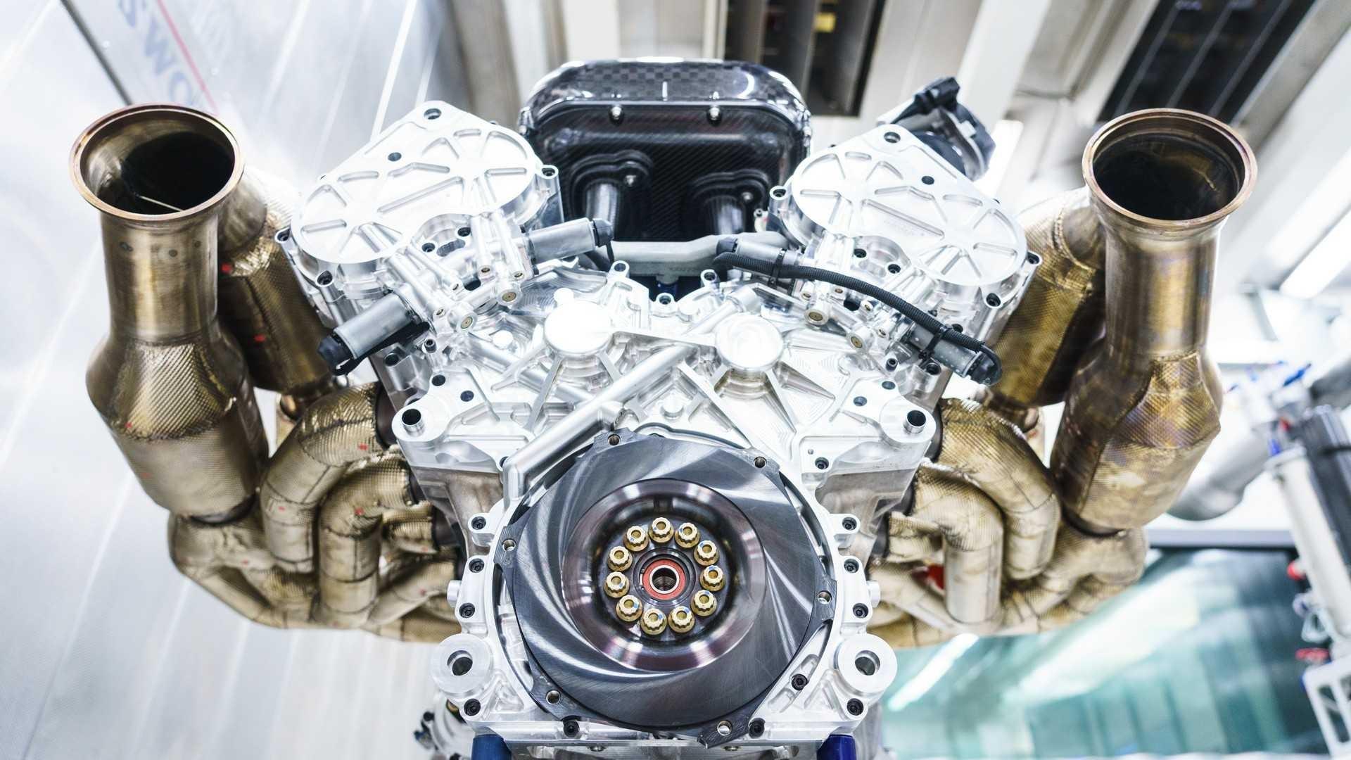 aston-martin-valkyrie-s-cosworth-v12-engine (5)