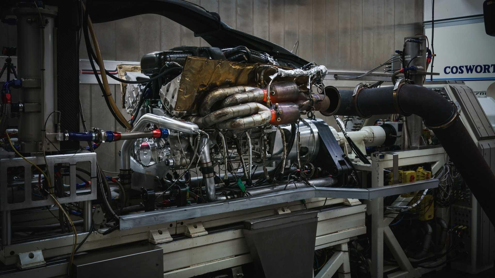 aston-martin-valkyrie-s-cosworth-v12-engine (6)
