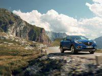 (Video) Pain au SUV – Renault Kadjar ia micul dejun la Paris cu Citroen C5 Aircross Hybrid Concept