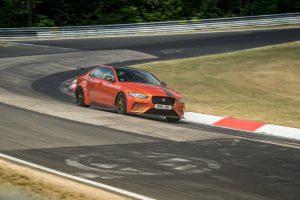 Jaguar XE SV Project 8 a reușit să coboare sub 7 minute 20 de secunde timpul pe tur la Nurburgring, pentru un sedan de serie.