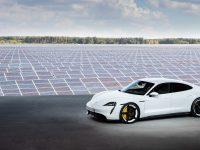 Porsche Taycan, primul supercar electric din Stuttgart