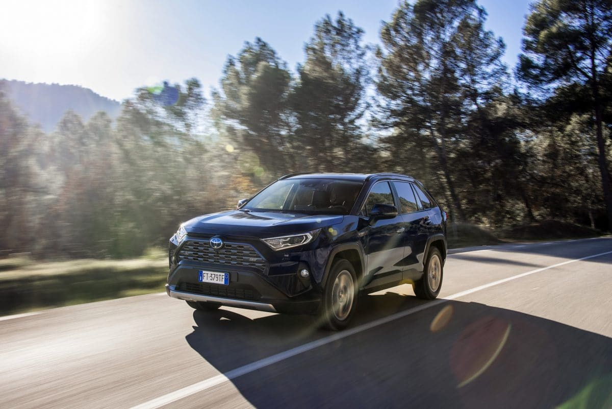 Toyota RAV4, Hybrid de Europa (video)