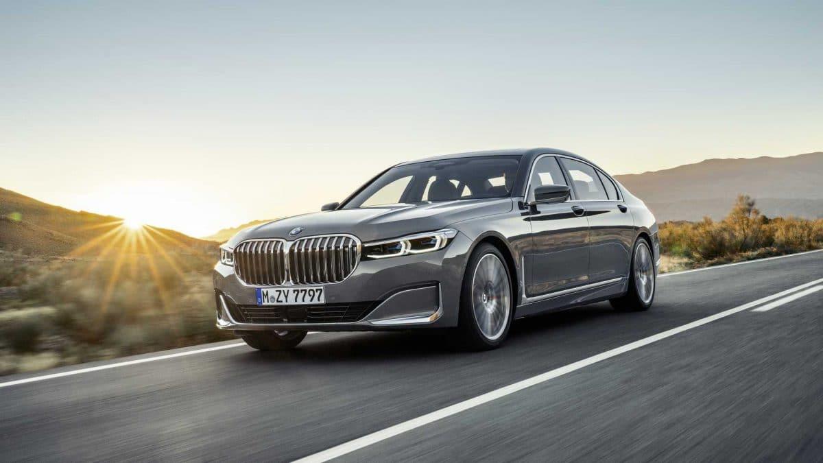 Seria 7 joacă hochei cu BMW (video)